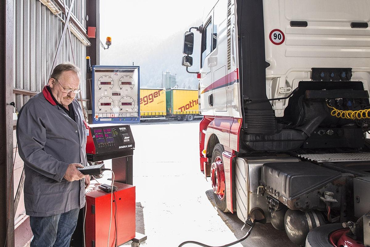 Hochstaffl Nutzfahrzeuge - Fahrzeugreparatur Service fachgerecht